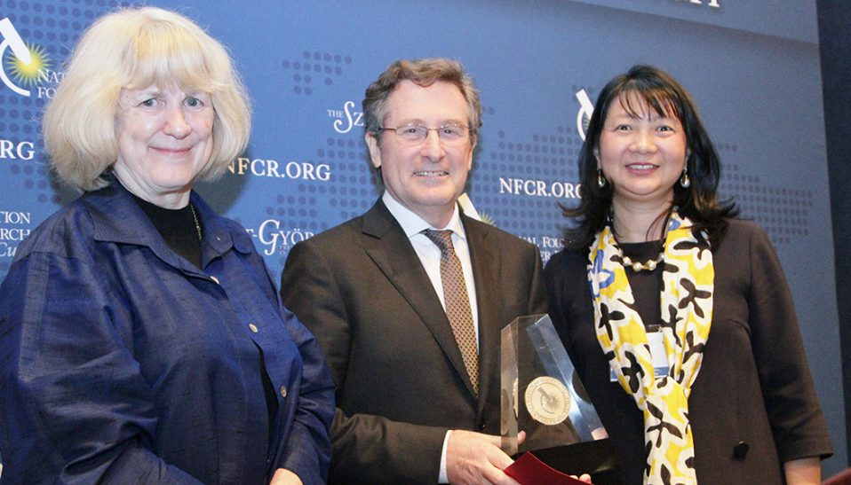 Michael Hall accepts his 2017 Szent-Györgyi Prize for Progress in Cancer Research